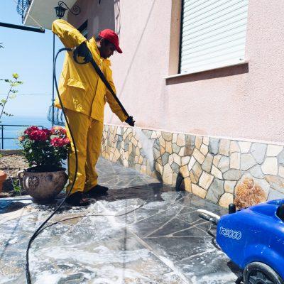 pulizia pavimento esterno